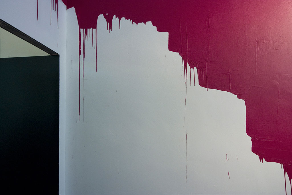 rote bitum raumgrafik interieur design