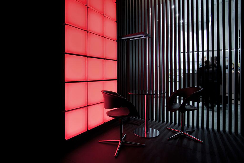 """entwicklung des kommunikations- und ausstellungs- konzeptes """"the poetry of shadows"""", das sowohl die qualität des lichts als auch die qualität und haltung des unternehmens widerspiegelt"""