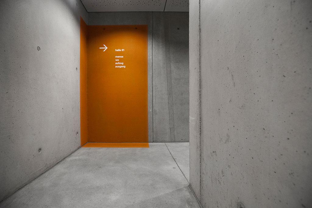 oranges farbfeld trägt information die der orientierung dient